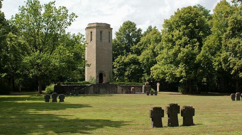 Kriegsgräberstätte Bitburg-Kolmeshöhe - Von Smiss - Eigenes Werk, CC BY-SA 3.0, https://commons.wikimedia.org/w/index.php?curid=11073153