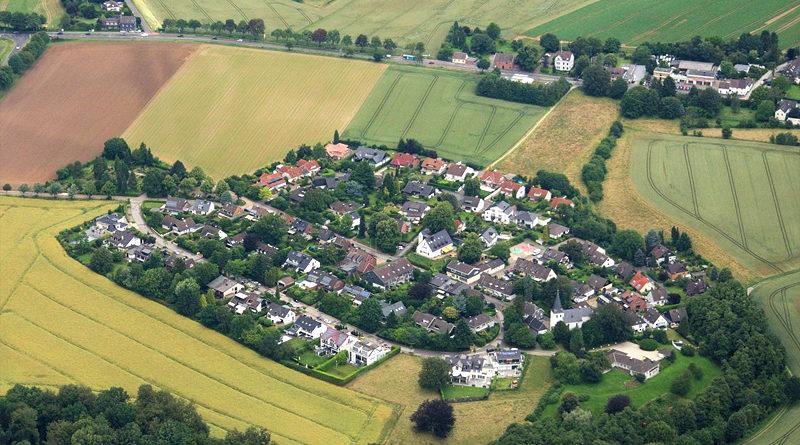 Hubbelrath aus der Luft - Von Walter Koch - Eigenes Werk, CC BY-SA 4.0, https://commons.wikimedia.org/w/index.php?curid=49849815