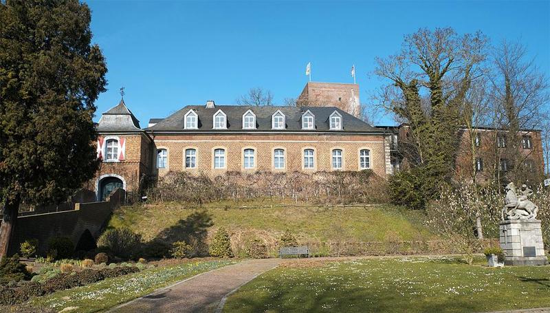 Burg Wassenberg im 21. Jahrhundert - Von GFreihalter - Eigenes Werk, CC BY-SA 3.0, https://commons.wikimedia.org/w/index.php?curid=56411096