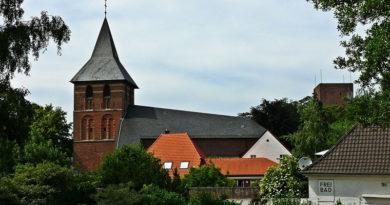 Stadt Wassenberg Kirche und Burgturm - Von dzidek, CC BY 3.0, https://commons.wikimedia.org/w/index.php?curid=54066620