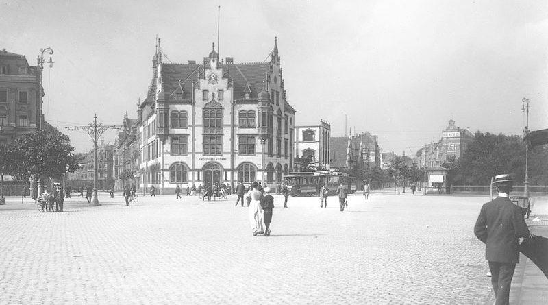 1900: Postamt 1 zwischen Worringer Straße (rechts) und Kurfürstenstraße (links) - Bild: © Stadtarchiv Düsseldorf