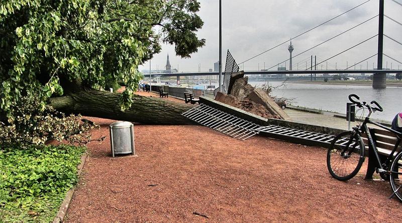 Zerstörungen am Rheinufer - Bild: Von wnwtal - Eigenes Werk, CC BY-SA 4.0, https://commons.wikimedia.org/w/index.php?curid=46696208