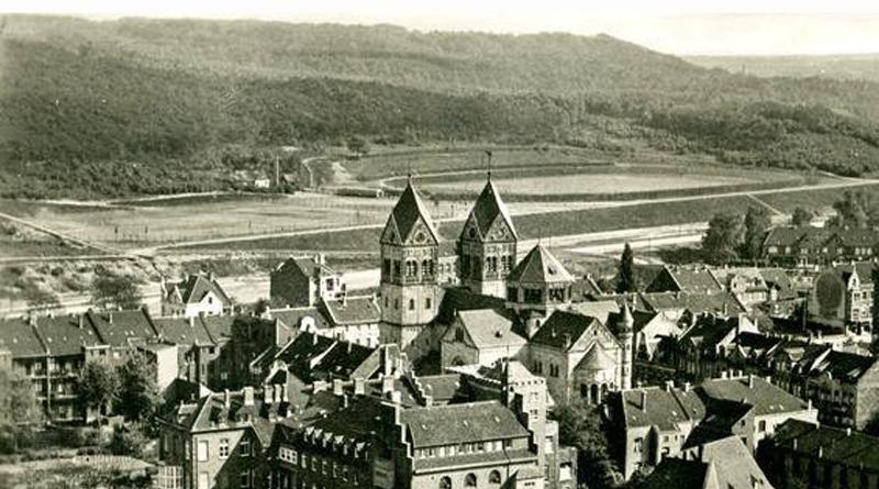 Luftbild von Oberrath mit Blick auf den ansteigenden Aaper Wald (Postkarte 1926)