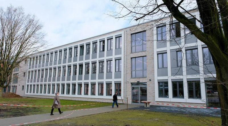 Außenansicht: Der neue Erweiterungsbau des Cecilien-Gymnasiums - © Landeshauptstadt Düsseldorf/Michael Gstettenbauer
