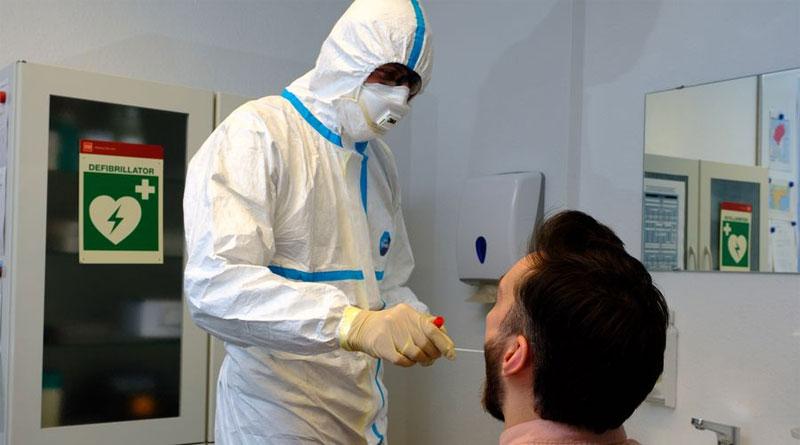 Mit einem Rachenabstrich werden Patienten auf das Coronavirus getestet - © Landeshauptstadt Düsseldorf/Uwe Schaffmeister