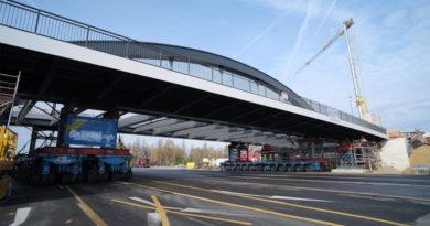 Brückenverschiebung am Heerdter Lohweg - © Landeshauptstadt Düsseldorf/Michael Gstettenbauer